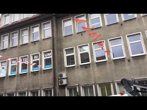 Wideo1: Proporce rozwieszone na ul. Niepodległości w Lesznie