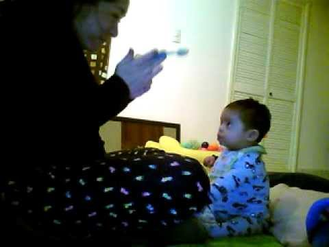 Ver vídeo Síndrome de Down: Ejercicios de atención visual. Chachito 11 meses.