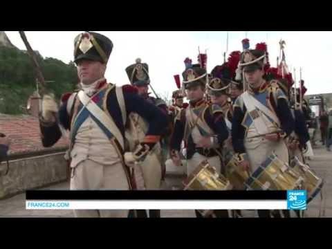 Histoire : des passionnés célèbrent, en costume, le bicentenaire de l'exil de Napoléon Ier