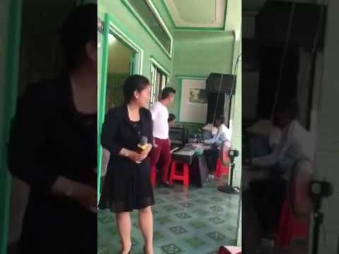 Ca sĩ Trương Đan Huy hát song ca tại đám cưới