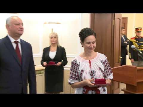 Igor Dodon a înmînat distincții de stat unui grup de cetățeni ai Republicii Moldova