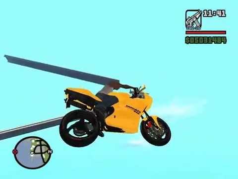 Subindo a grande rampa com uma Ducati