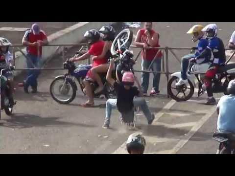 wheeling - confira um pouco da galera das motos, manda muito ---- auto giro domingo 23/03/2014 manobras radicais arriscadas suicidas ----- campeonato de som automotivo ...