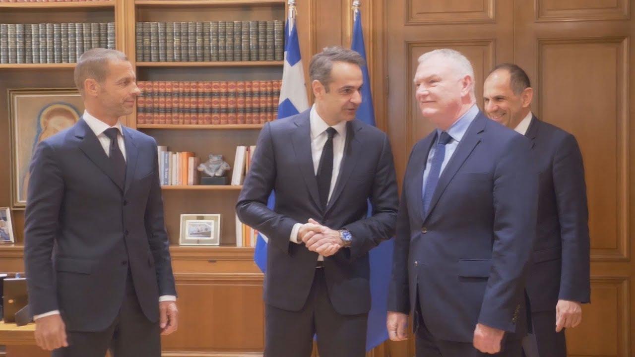 Συνάντηση του πρωθυπουργού με τον πρόεδρο της UEFA και τον αντιπρόεδρο της FIFA.