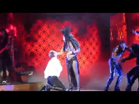 Tekst piosenki Cher - Dressed To Kill po polsku