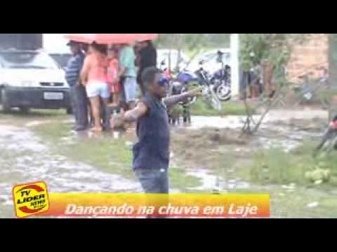 Dançando na chuva em Laje