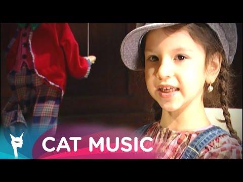 Cleopatra Stratan - Zunea-zunea (Official Video)
