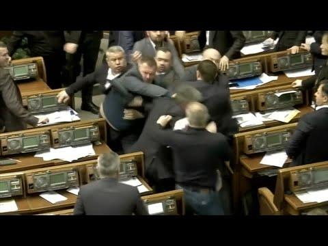 Ukraine: Im Parlament fliegen die Fäuste wegen eines Plakats