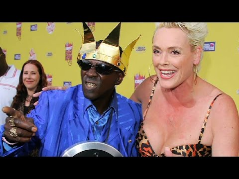 celebrity - Sometimes opposites truly do attract. Join http://www.WatchMojo.com as we count down our picks for the top 10 unlikely celebrity couples. Check us out at http://www.Twitter.com/WatchMojo, http://in...
