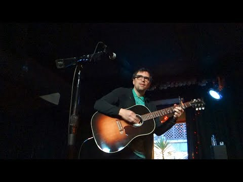 Rivers Cuomo: Basket Case (Green Day cover – Live in  ...