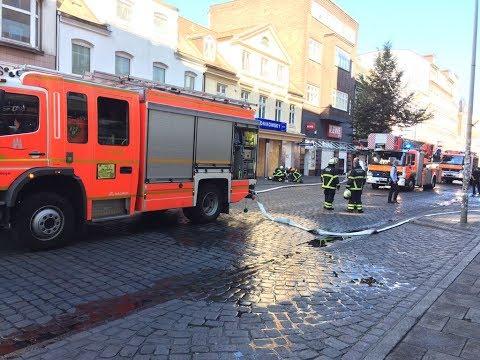 G20-Aufräumarbeiten auf der Schanze: Feuerwehr löscht Schwelbrand bei Rewe