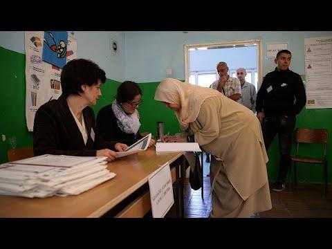 Εκλογές σε διχαστικό κλίμα