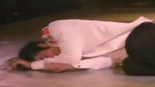 Video Rare Footage! Michael Jackson Collapses Live on Stage due to Exhaustion MP3, 3GP, MP4, WEBM, AVI, FLV Mei 2018