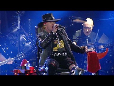 Ο Axl Rose έκανε το ντεμπούτο του ως τραγουδιστής των AC/DC
