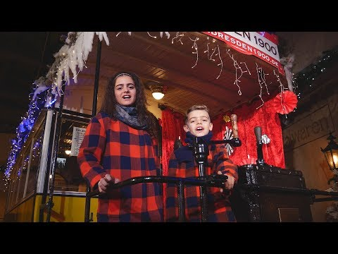 Auch im Jahr 2017 präsentieren euch Sissi (13) und ihr Bruder Charlie Win (9) wieder ihr traditionelles Weihnachtsvideo. Mit Feliz Navidad haben sich die beiden diesmal einen echten Ohrwurm ausgesucht. Die Aufnahmen zum Video entstanden im wunderschönen weihnachtlichen Dresden.