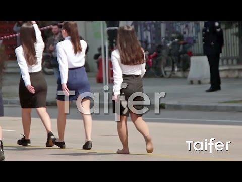 Video - 25η Μαρτίου - Θεσσαλονίκη: Μαθήτρια έκανε παρέλαση ξυπόλητη [vid]