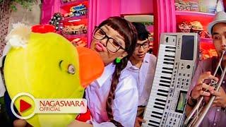 Zaskia Gotik - Bebek Ngambang (Official Music Video NAGASWARA) #music