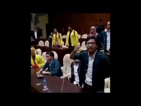 Download Video Mahasiswa Adu Jotos Dengan DPR