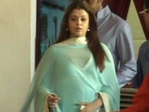 aishwarya rai pregnant - The former Miss World Aishwarya Rai Bachchan who is currently 8 months pregnant was spotted showing her growing baby bump in a green anarkali dress as they v...
