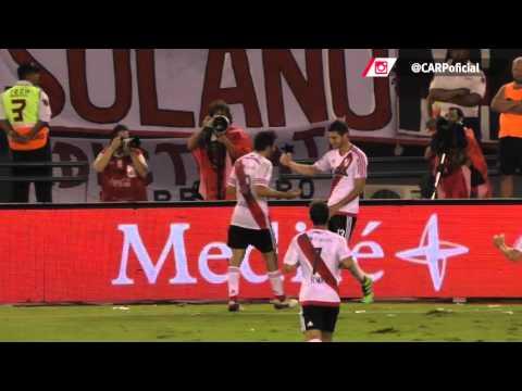 Gol de Alario vs. Independiente desde el campo de juego