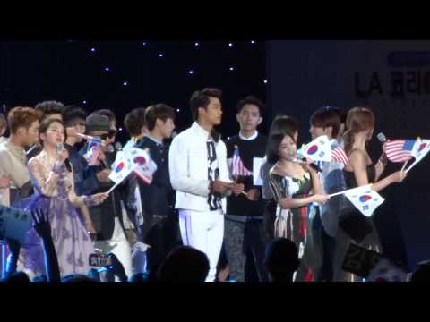 festival - fancam of the Ending to KBS LA Korea Festival @ LA Memorial Coliseum~~ Yonghwa~~~ ^^ ~ *tried to fancam a little of everyone..so many people hehe~~they were ...