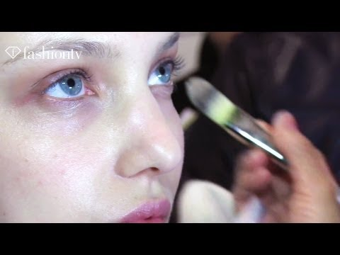 Models Backstage - SUBSCRIBE: http://bit.ly/FashionTVSUB http://www.FashionTV.com/videos NEW YORK - FashionTV is backstage at the Edun show during New York Fashion Week Fall/Wi...