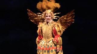 Link: http://www.cinecolombia.com/pelicula/bogota/la-isla-encantada Una obra contemporánea inspirada en los pastiches y mascaradas del siglo XVIII. Esta orig...