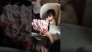 faze tari copilul si tortul