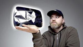 Video Unboxing The Diamond Play Button... MP3, 3GP, MP4, WEBM, AVI, FLV November 2018