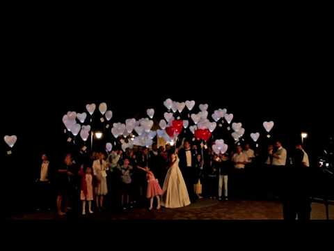 Wypuszczanie balonów LED z heme na weselu