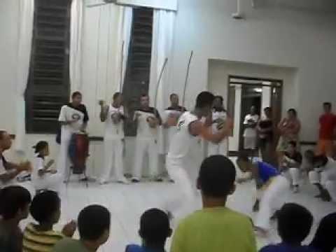 capoeira ginga Brasil na Ingreja em Brumado