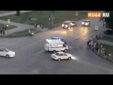 ДТП с мотоциклистом в Каменске Уральском на улице Пушкина