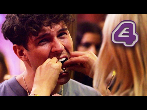 Joey Essex Has Potential Date Pull Out His Grill!   Celebs Go Dating (видео)