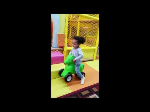 chloe's toy land (видео)