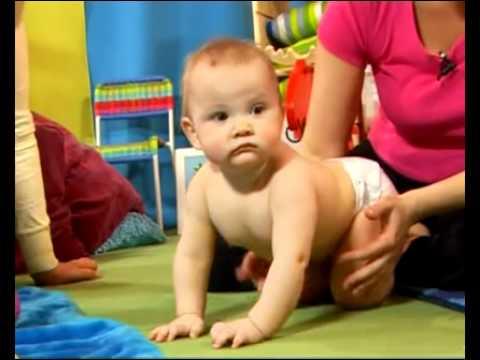 Когда ребенок учится сидеть, ползать, ходить