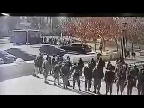 Момент теракта с грузовиком протаранившем толпу в Израиле - DomaVideo.Ru