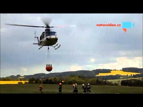 Hasiči a vrtulník