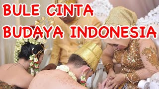 Orang Indonesia menikah dengan bule: This simple Wedding Ceremony & Party that we chose was one of Indonesian culture from central java that is ...