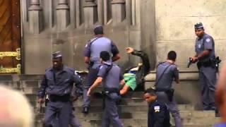 Bezdomny w Brazylii ratuje kobietę – zakładniczkę