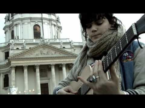 Tekst piosenki Soko - Happy Hippy Birthday po polsku