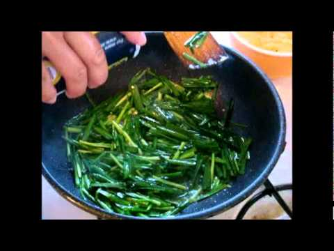 Simple Chinese Cooking : Leek And Eggs