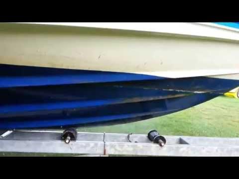 Mycie łódki po sezonie na wodzie z antyporostem