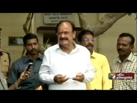 Central-ministe-Venkaiah-Naidu-addressing-reporters-being-critical-of-the-Congress