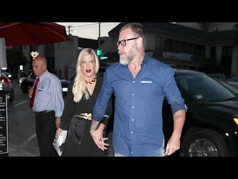 Are Tori Spelling And Dean McDermott Faking Their PDA For The Cameras?