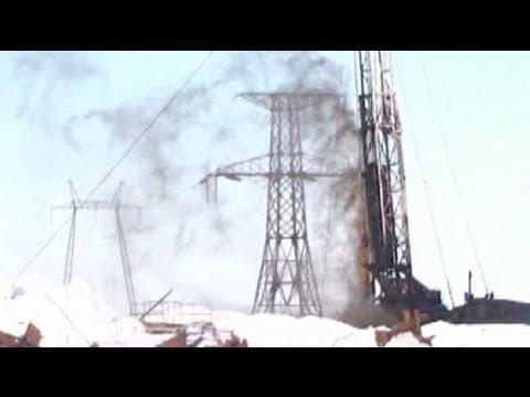 تسرب نفطي يلوث 8000 متر مربع في شمال روسيا - فيديو