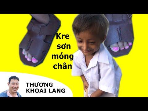 TÍ HON KRE sơn móng chân ăn mừng đồ chơi mới   THƯƠNG KHOAI LANG