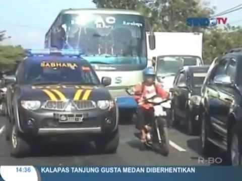 Seru !!!!! 2  Bus balapan di jalan raya