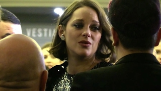 Video EXCLUSIVE : Very very pregnant Marion Cotillard arriving at Ceremonie des lumieres in Paris MP3, 3GP, MP4, WEBM, AVI, FLV Mei 2017
