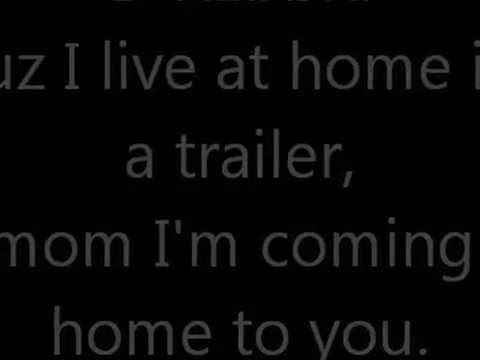 Tekst piosenki Eminem - I live at home in a trailer po polsku