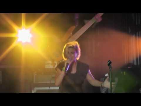 Tekst piosenki Emma Marrone - L'Amore Che Ho po polsku